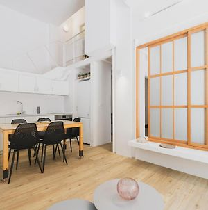 Sun-Splashed Stylish Flat, Steps To City Old Town photos Exterior