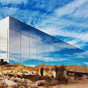 Invisible House Joshua Tree - Skyscraper With Pool photos Exterior