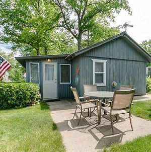 Stylish Cabin Centrally Located W/ Private Dock photos Exterior