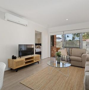 Deluxe Ground Floor Apt With Courtyard Near The Airport, River, Swan Valley And Perth City photos Exterior