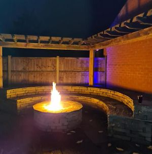 Luxury Modern House Landscaped Garden With Fire Pit photos Exterior