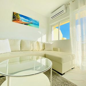 Fresh And Modern Delux Apartment In 1 Min From The Beach! photos Exterior