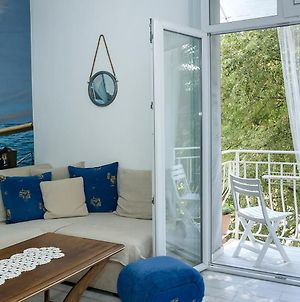By The Sea ~ One-Bedroom Flat With Cozy Balcony photos Exterior