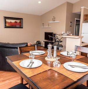Large Groups Welcome, 2 Living Rooms,2 Kitchens,5 Beds, Private Cozy Patio photos Exterior