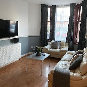 Spacious 3 Bedroom Serviced Apartment West Of Glasgow photos Exterior