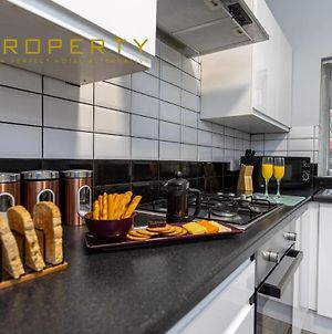 Modern 4 Bed House In The Heart Of Newcastle photos Exterior
