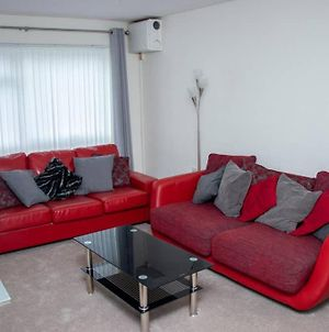 Comfy;Poundhill;Crawley Apartment Near Gatwick And London photos Exterior