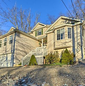 5-Star Roomy & Tranquil Pocono Home About Hike & Ski! photos Exterior