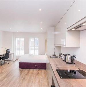 Modern Fully Equipped Southampton Apartment photos Exterior