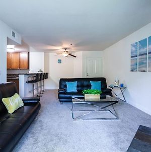 2Br Cozy Hideaway 7 Mins To Beach With Gym And Pool photos Exterior