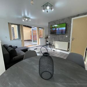 Beautiful 2 Bed House- Birmingham- Broad Street & Brindley Place- 10 Min Walk From Bullring, 02 Arena, New Street Station & Grand Central photos Exterior