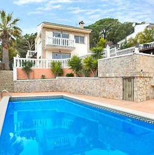 Lloret De Mar Villa Sleeps 13 With Pool photos Exterior