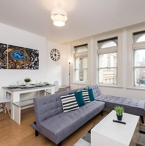 Superb Location, Lovely And Bright 2 Bed photos Exterior