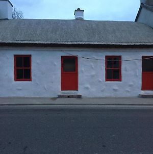 Thatched Cottage In Carndonagh Town Centre photos Exterior