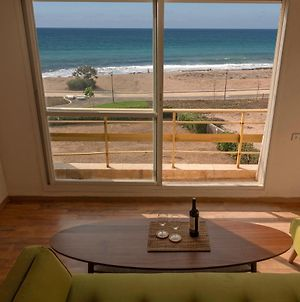 Amazing Ocean View: Beachfront; Entire Apartment photos Exterior