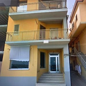 Comfortable Holiday Home In Ciro Marina With Balcony photos Exterior