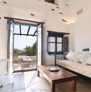 Traditional Stoned House For 3 People In Paros photos Exterior
