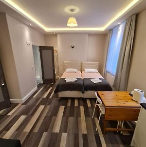 Comfortable Double Studio Flat // All Furnished // At The Heart Of London photos Exterior