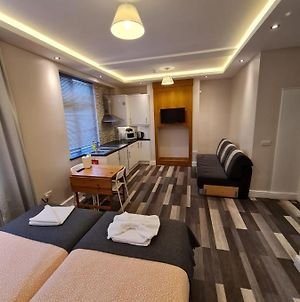 Comfortable & Peaceful Double Studio // All Furnished // At The Heart Of London photos Exterior