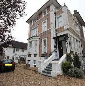 Eversley Gardens -Apt A photos Exterior
