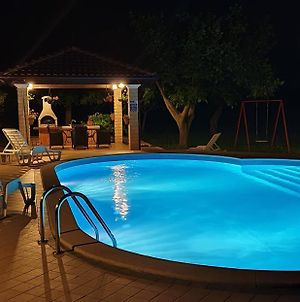 Family Friendly Apartments With A Swimming Pool Valtura, Pula - 15450 photos Exterior