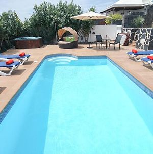Villa In Playa Blanca Sleeps 8 Includes Swimming Pool Air Con And Wifi 9 8 photos Exterior