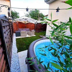 Apartment Guesthouse Nostalgia With Jacuzzi, Solar Shower And Bbq photos Exterior