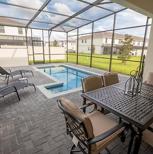 Gorgeous Home 5 Bed 4 Bath And A Private Pool! photos Exterior