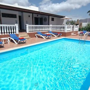 Villa In Playa Blanca Sleeps 10 Includes Swimming Pool Air Con And Wifi photos Exterior