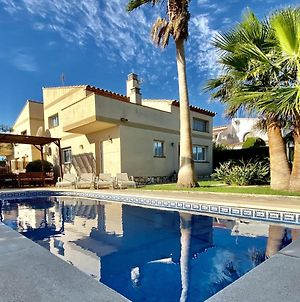 Villa Martina 4 Bedroom Villa With Air Conditioning & Private Swimming Pool Ideal For Families photos Exterior