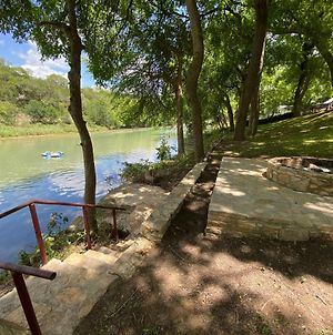 Riverfront Retro House - Guadalupe River - Newly Renovated - River Amenity Included photos Exterior