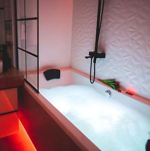 Movie Jacuzzi Apartment At The Main Station By As photos Exterior