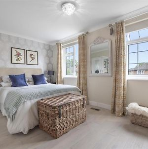 En-Suite Luxury Large Bedroom With Parking And 2 Free Tickets To Kew Gardens, Richmond photos Exterior