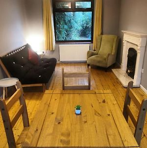 Self Contained 4 Bed House With Off Street Parking photos Exterior