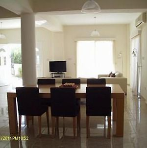 3 Bed Villa 10 Minutes Drive From Beautiful Beach photos Exterior