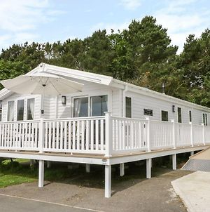 Charming Lodge Located On Cayton Bay Holiday Park photos Exterior