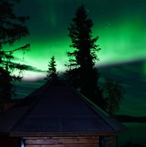 Northernlight Cabin With Reindeers photos Exterior
