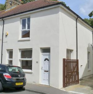 Bassett House With 3 Bedrooms, Fast Wi-Fi And Off Road Parking photos Exterior