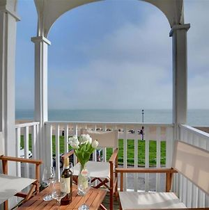 Magnific Holiday Home In Hythe Kent With Sea View photos Exterior