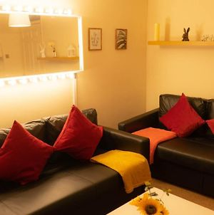 Modern And Cosy Apartment With Free Car Park And Free Wifi !!! photos Exterior