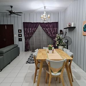 Quiet, Very Comfortable 4 Bd House In Puncak Alam photos Exterior