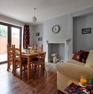 3 Bed House With Private Outdoor Space In Mold! photos Exterior