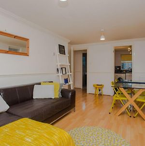 Contemporary 1Bedroom Flat In Camberwell Oval photos Exterior
