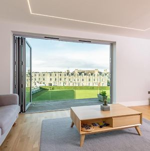 Luxury Balcony Apartment In St Andrews - Parking photos Exterior