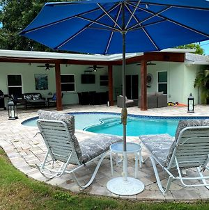 Gorgeous Oasis Pool Villa Minutes From The Beaches Of Anna Maria Island photos Exterior