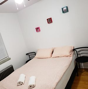 New Toronto Small Apt Building One Bedroom photos Exterior