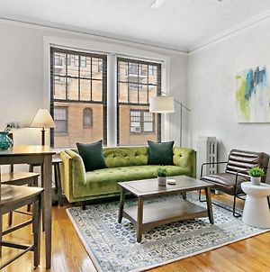 Artistic Flair 1 Bedroom Apartment In Lakeview photos Exterior