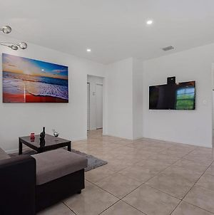 2 Bedroom House Minutes From Beach And Casino photos Exterior