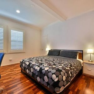 Contemporary Spacious Studio - King Bed! photos Exterior