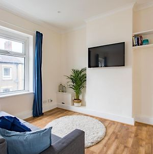 Free Parking - New Private Apartment, 7Mins From City Centre - By Stirkmartin photos Exterior